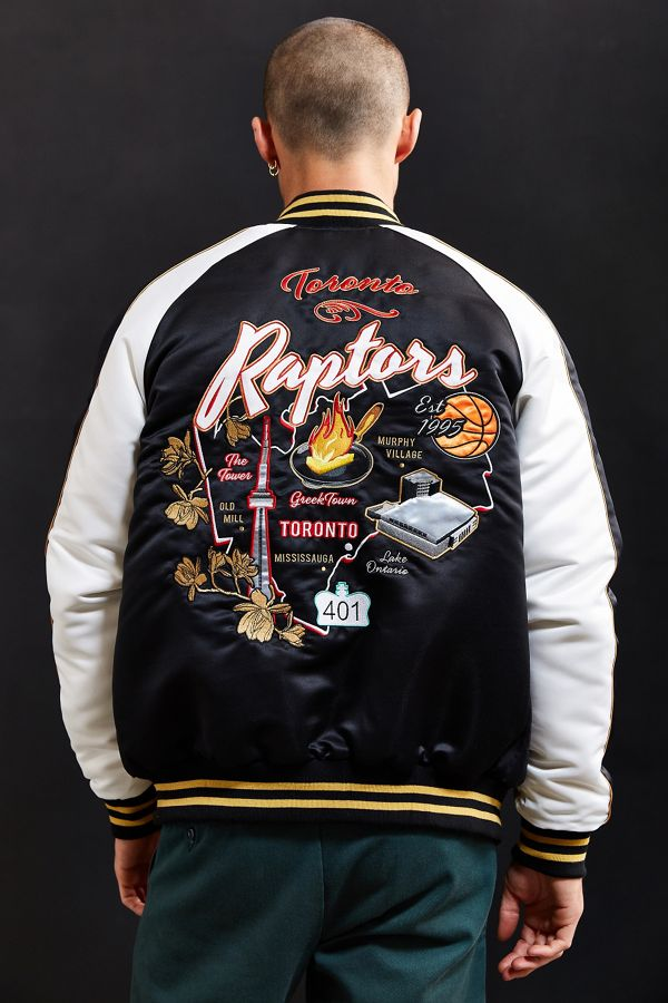 new concept 85bcd f496f Starter Black Label + UO NBA Toronto Raptors Souvenir Jacket