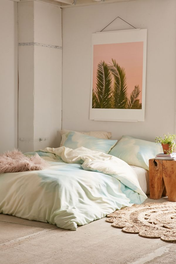 Slide View: 1: Chelsea Victoria For Deny Delicate Duvet Cover