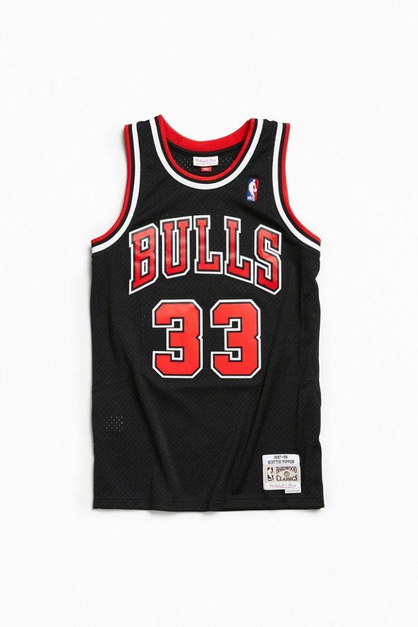newest ea5b4 d4890 Mitchell & Ness Chicago Bulls Scottie Pippen '97 – '98 Basketball Jersey