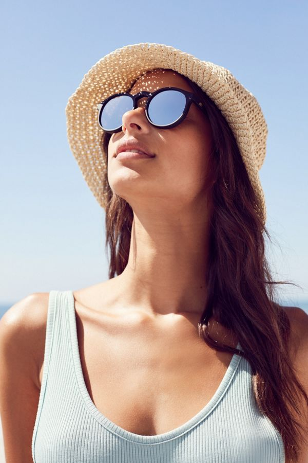 39175649435d Le Specs Cubanos Round Sunglasses | Urban Outfitters
