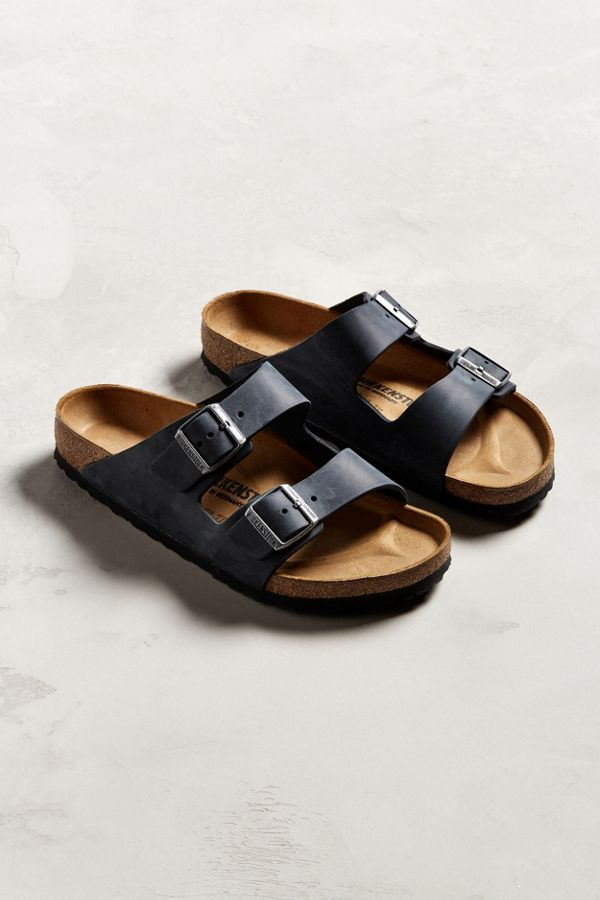338c9ebf22 Birkenstock Arizona Leather Sandal | Urban Outfitters Canada