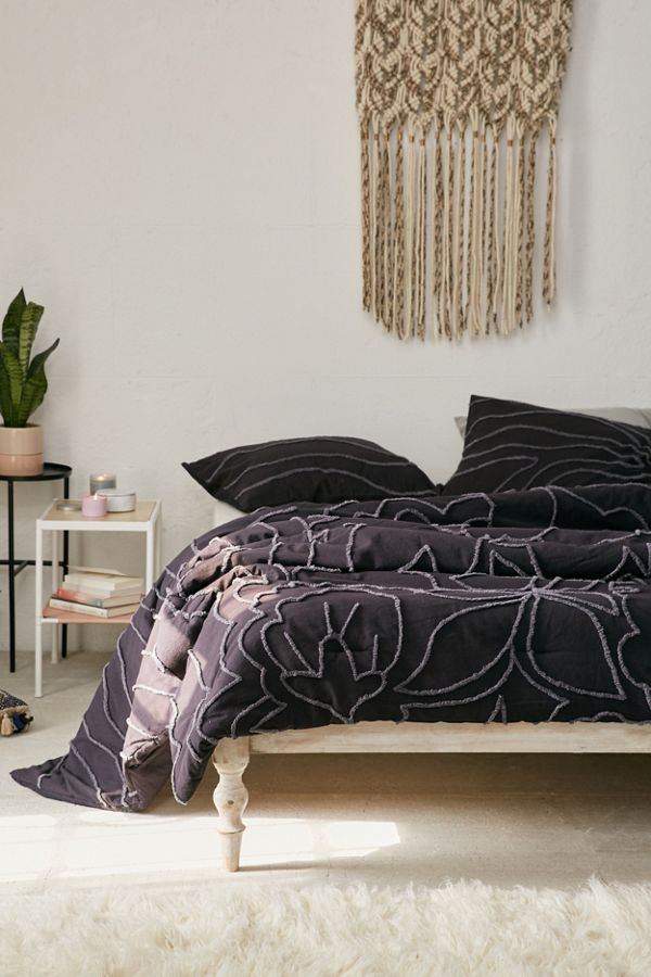Slide View: 1: Margot Tufted Floral Comforter