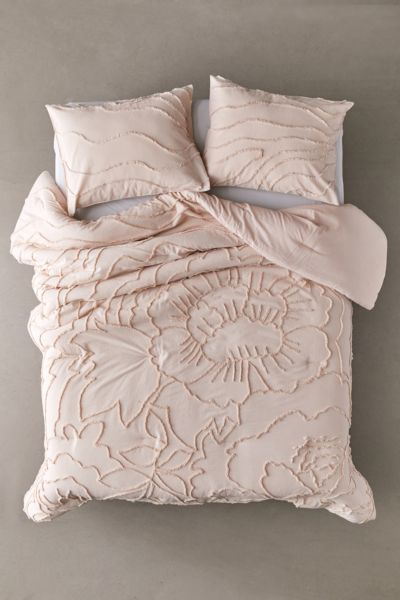 Picture of: Margot Tufted Floral Comforter Urban Outfitters
