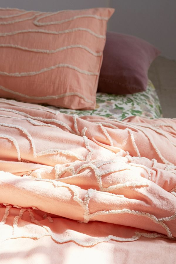 Slide View: 3: Margot Tufted Floral Comforter
