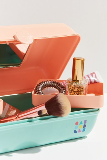 Caboodles UO Exclusive Vintage Pretty Makeup Case