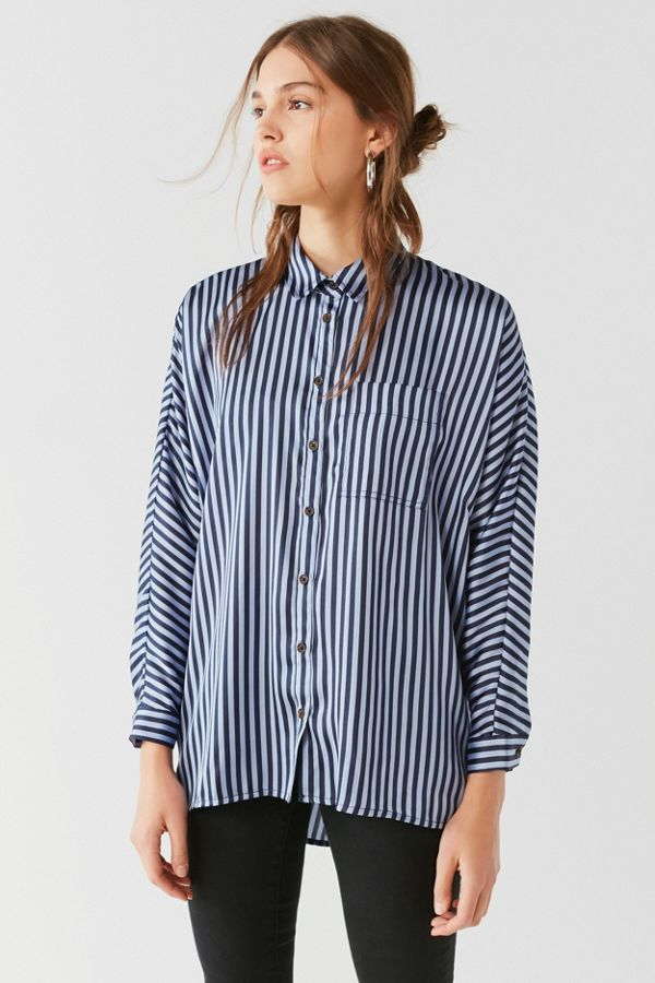 f6945091c6dc2 UO Sunny Day Satin Button-Down Top   Urban Outfitters