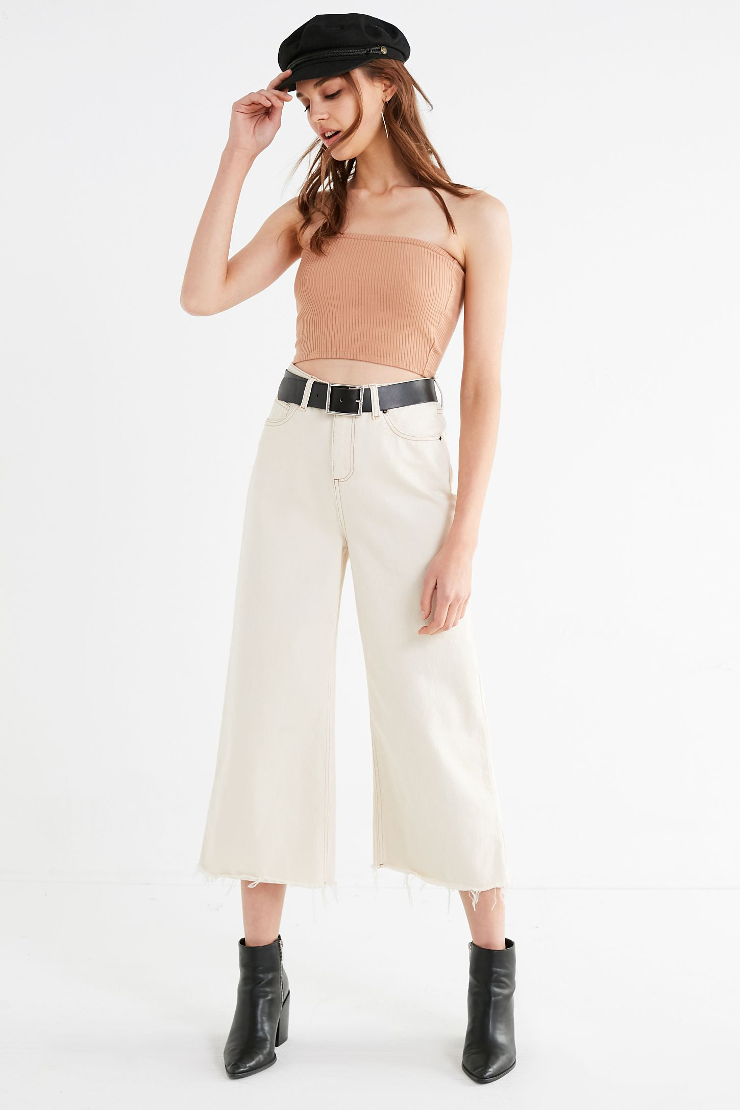 3379a57384 Slide View  4  UO Hallie Ribbed Knit Cropped Tube Top
