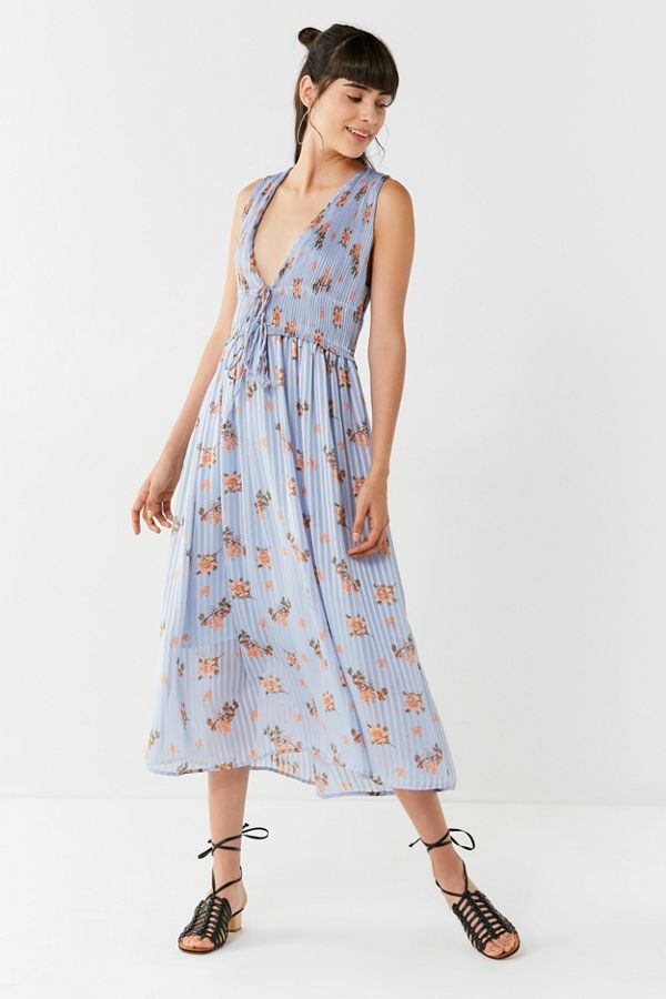 ca71c6be1cf0 ASTR The Label Miranda Pleated Floral Midi Dress | Urban Outfitters