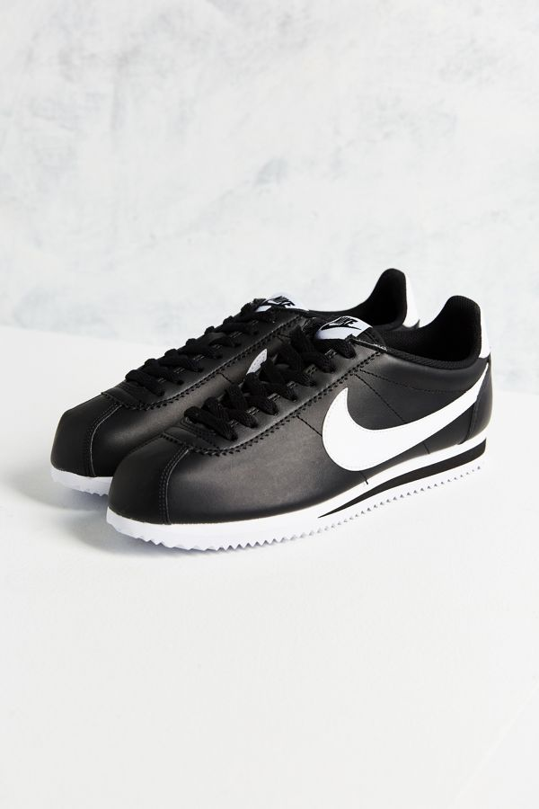 e2698697435 Slide View  2  Nike Classic Cortez Leather Sneaker