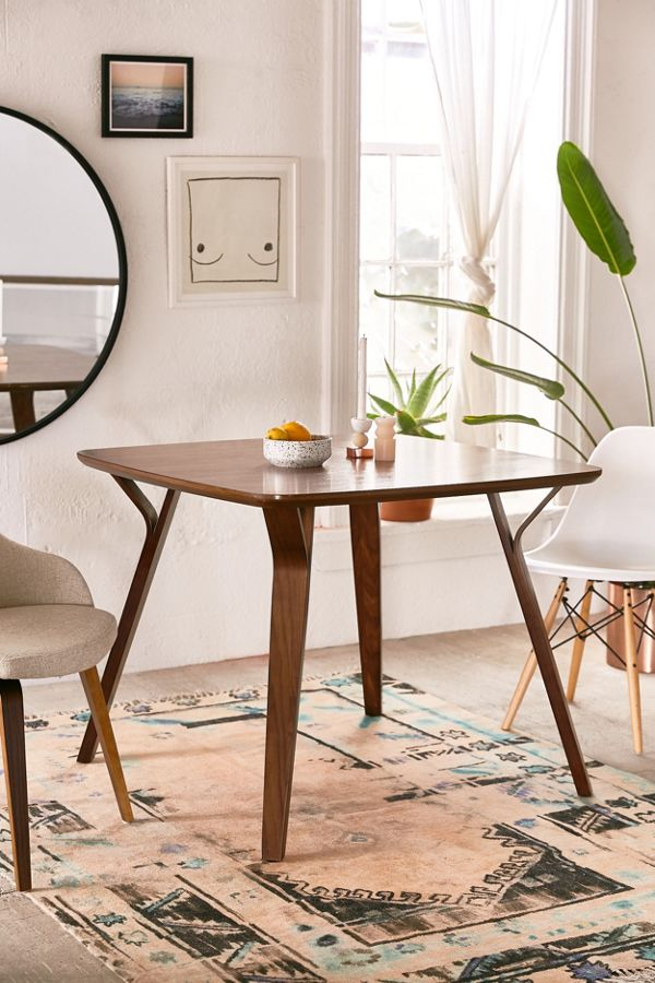 Foila Dining Table