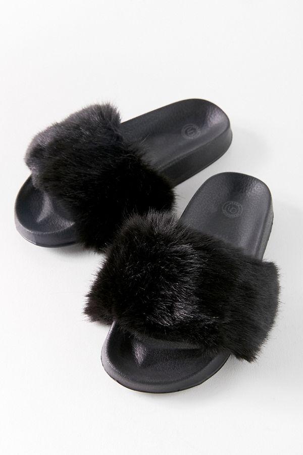 1cfcb82db110 UO Faux Fur Slide