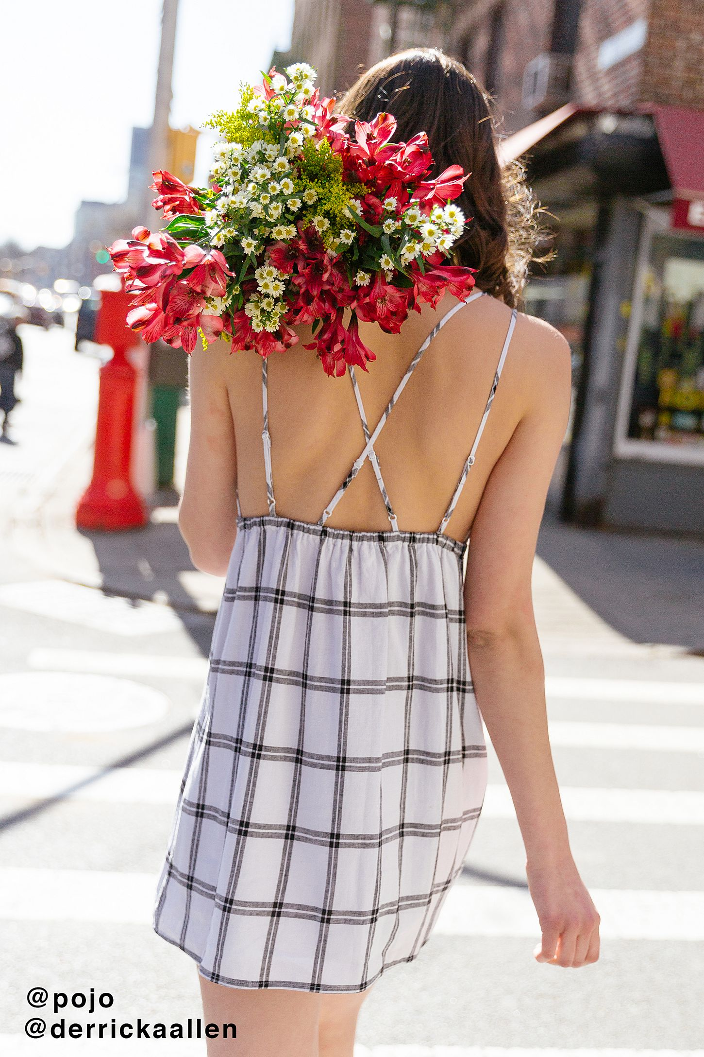 5a4ab4acc2 UO Breezy Plunging Linen Mini Dress