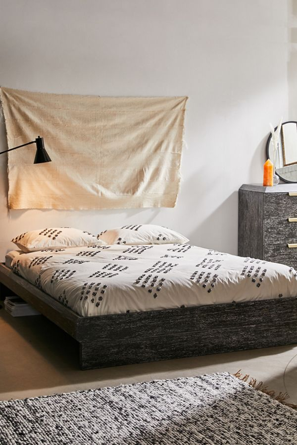 Slide View: 3: Tufted Geo Duvet Cover