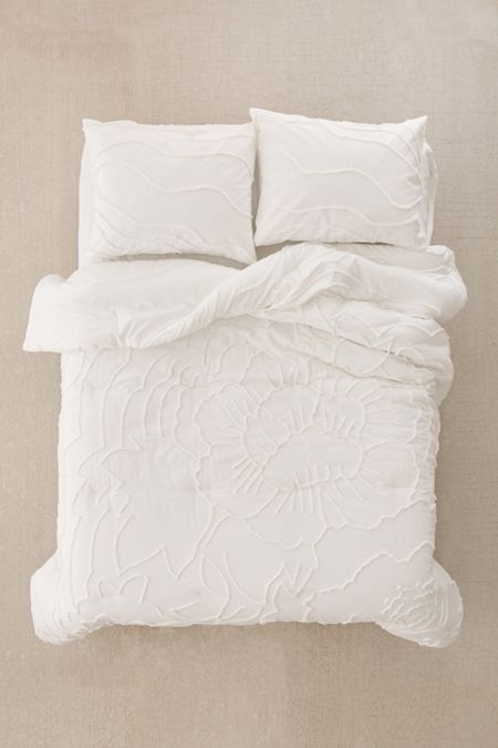 Slide View: 2: Margot Tufted Floral Comforter Snooze Set