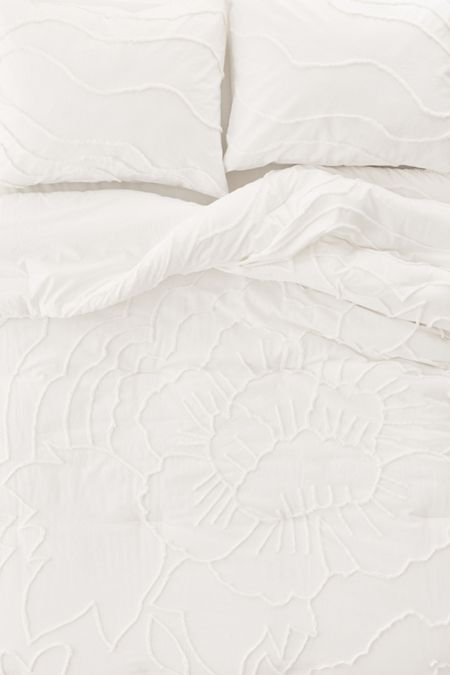 Slide View: 5: Margot Tufted Floral Comforter Snooze Set