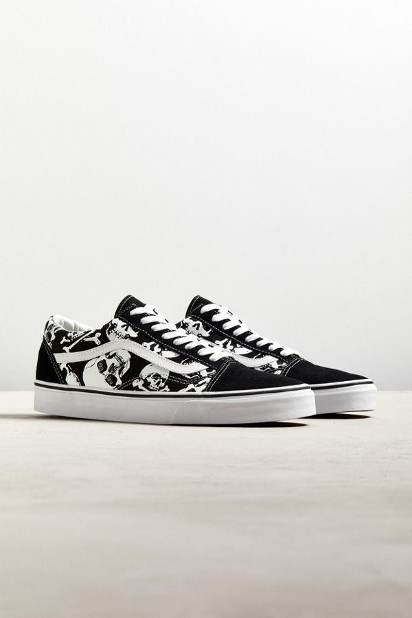 cc3caebdeba4 Vans Skulls Old Skool Sneaker