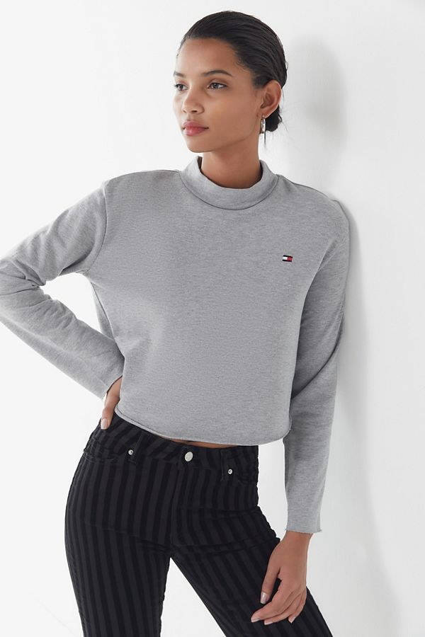 2101e357 Slide View: 1: Tommy Hilfiger UO Exclusive Mock-Neck Pullover Sweatshirt