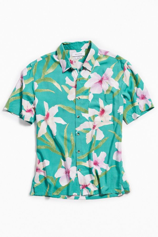 ea90c075 UO Floral Hawaiian Short Sleeve Button-Down Shirt | Urban Outfitters