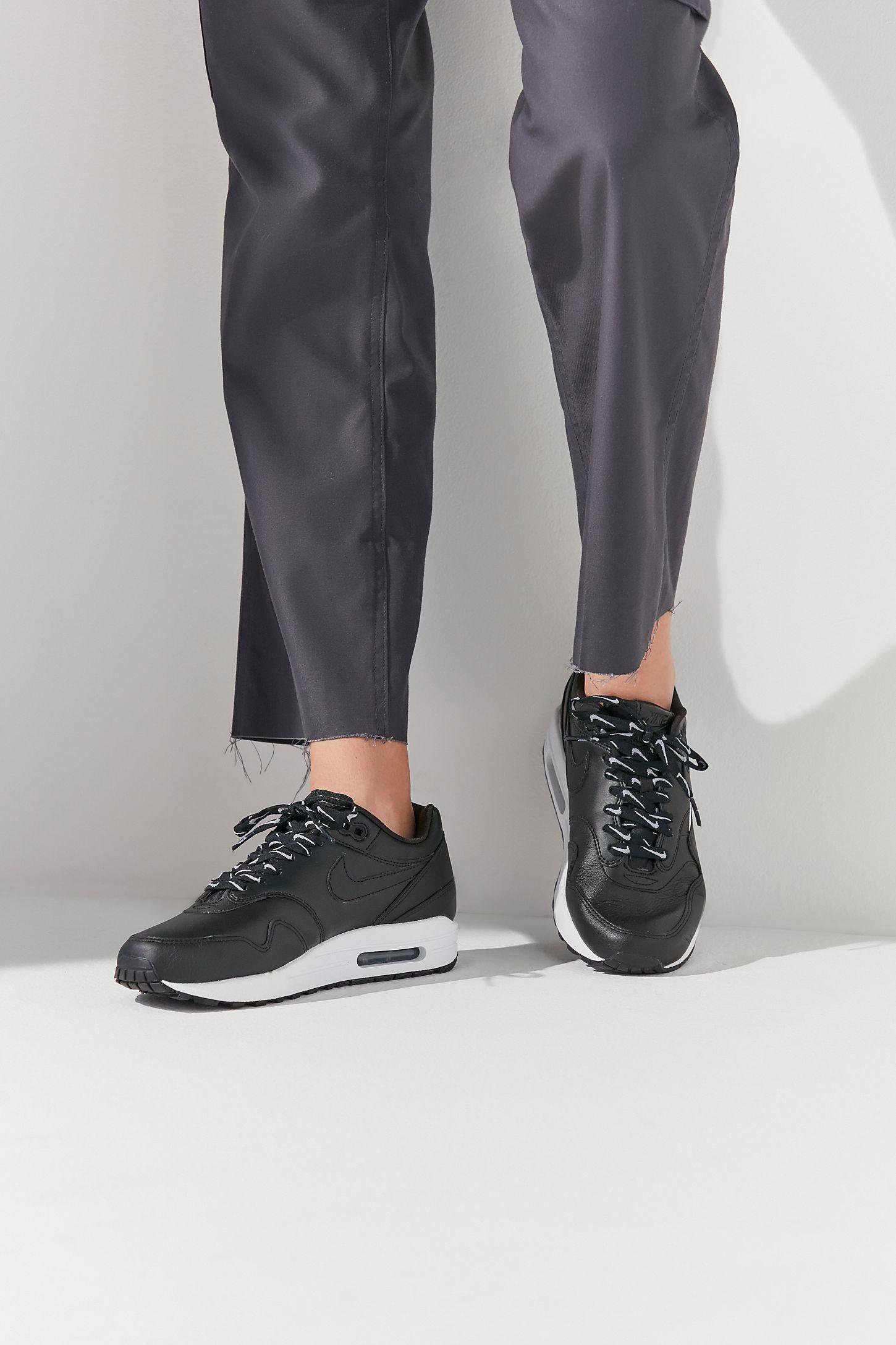 Nike Air Max 1 SE Overbranded Sneaker