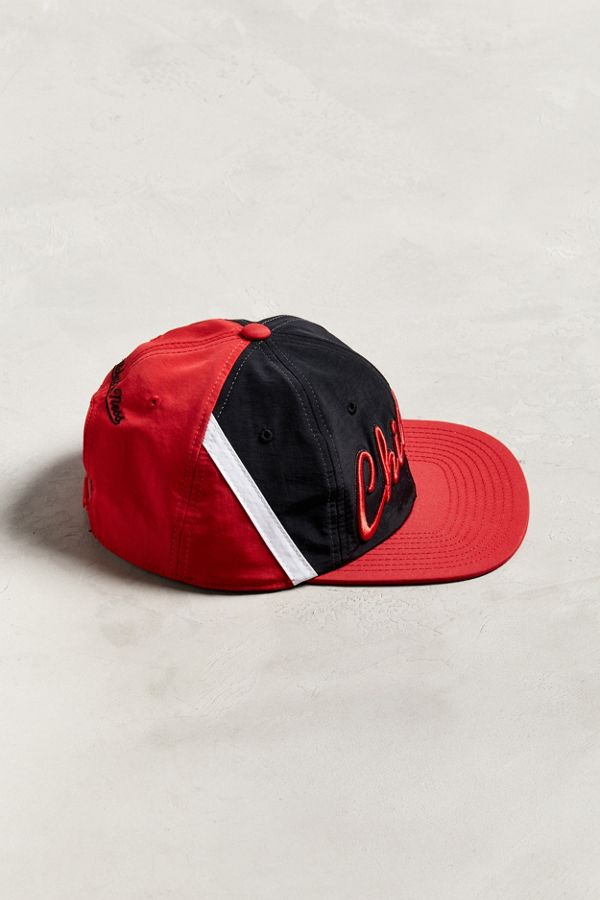 d3a501949a69e Slide View  4  Mitchell   Ness Chicago Bulls Snapback Hat