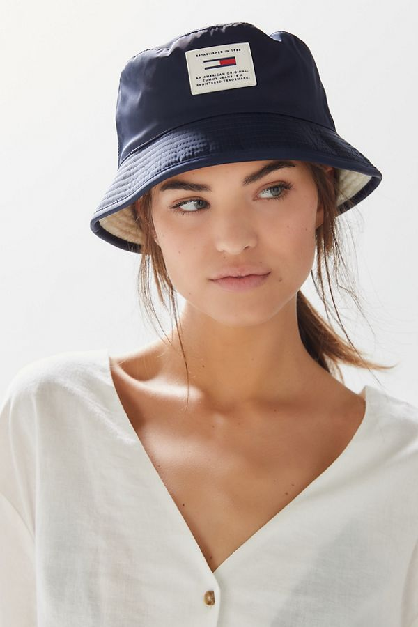 f17dd7e2 Tommy Jeans Reversible Bucket Hat | Urban Outfitters