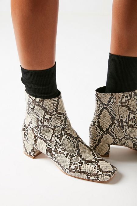 252d64425620b Socks for Women | Urban Outfitters