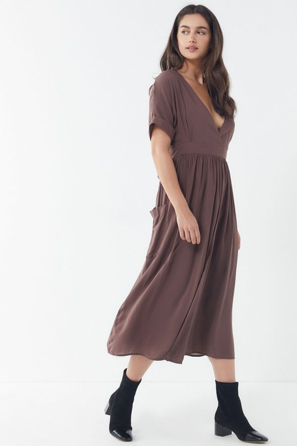 1f9f1ed4d0a8 UO Gloria Midi Wrap Dress