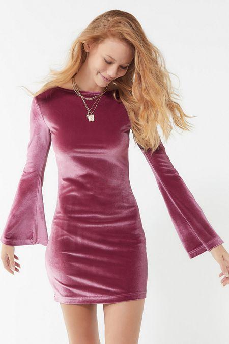 7d835e2d11 UO Belle Velvet Bell-Sleeve Mini Dress