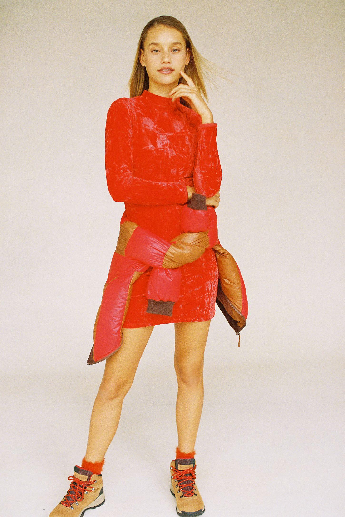 c235b0085c96 Slide View  4  UO Ice Crusher Velvet Mock-Neck Mini Dress