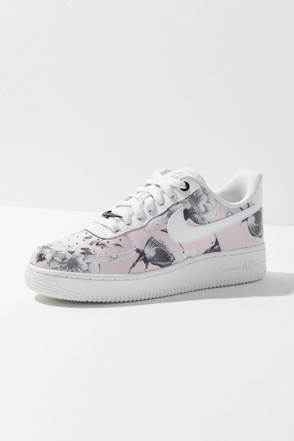 wholesale dealer 2cc96 11090 Nike Air Force 1 '07 LXX Sneaker