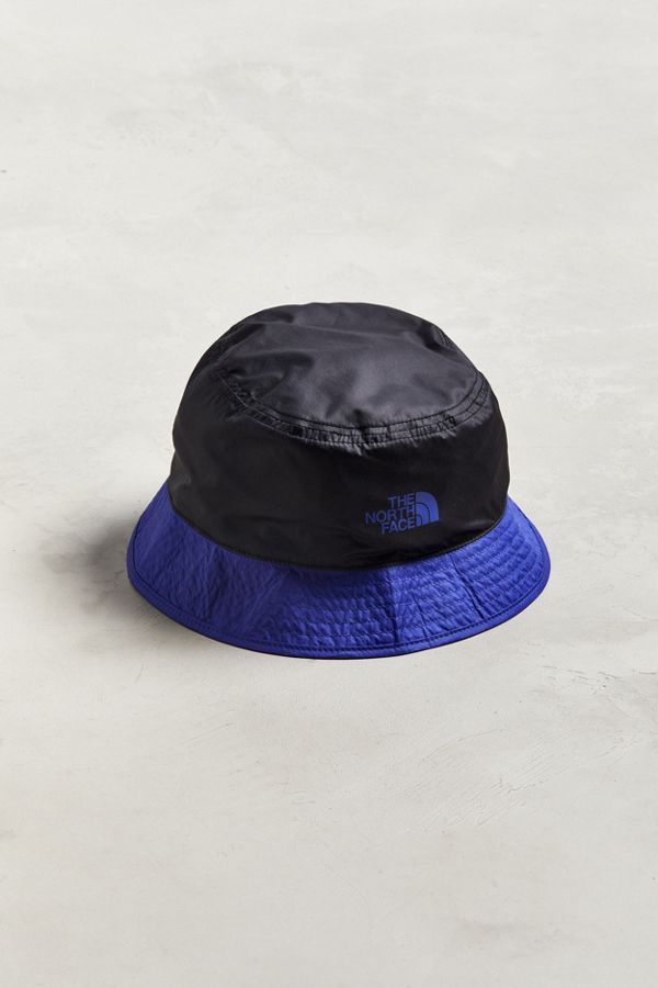 79a33dd19c4 Slide View  1  The North Face  92 RAGE Sun Stash Reversible Bucket Hat