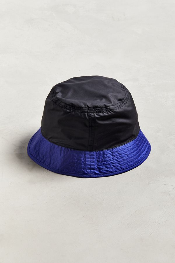 0e77eb573f021 Slide View  4  The North Face  92 RAGE Sun Stash Reversible Bucket Hat