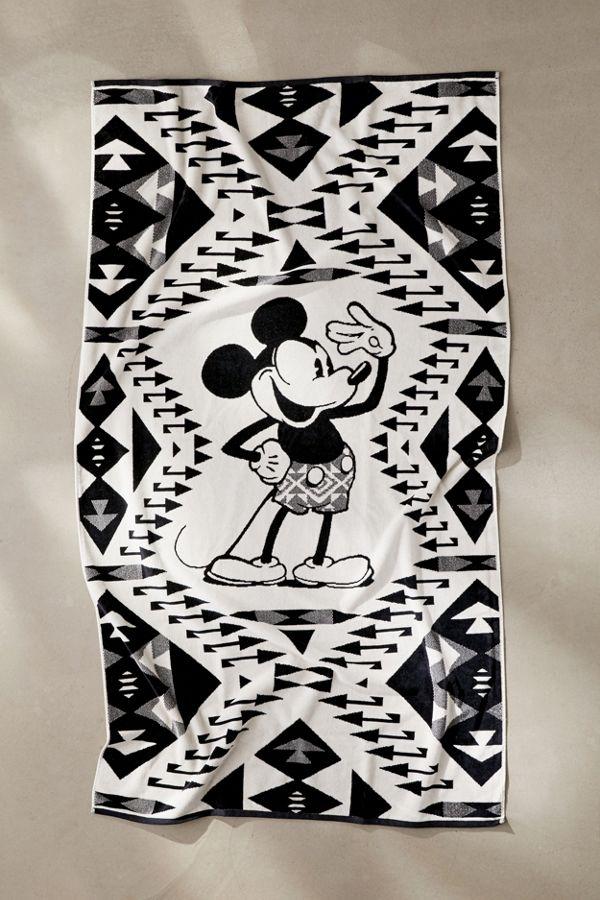 Slide View: 1: Pendleton Disneyâ??s Mickey Salute Bath Towel