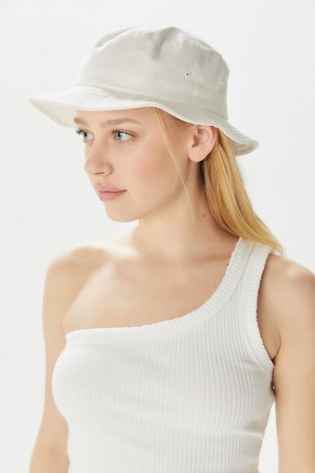 9d9e3243d96c7 UO Chloe Canvas Bucket Hat