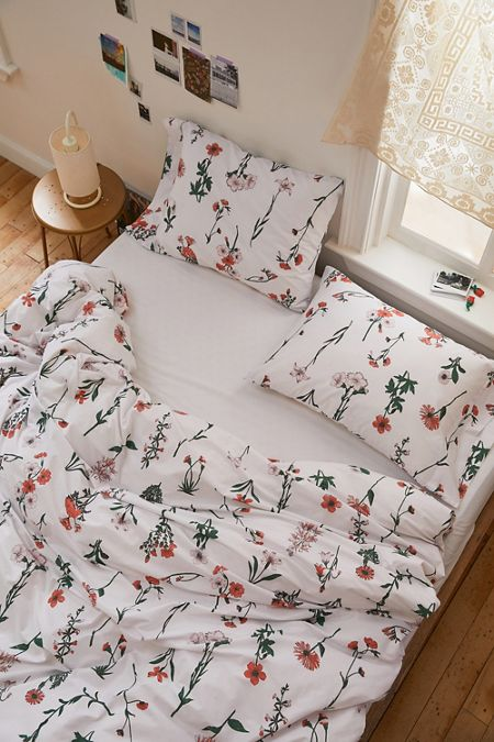 dd6a4e8861349 Bedding: Duvet Covers, Bed Sets, + More | Urban Outfitters Canada