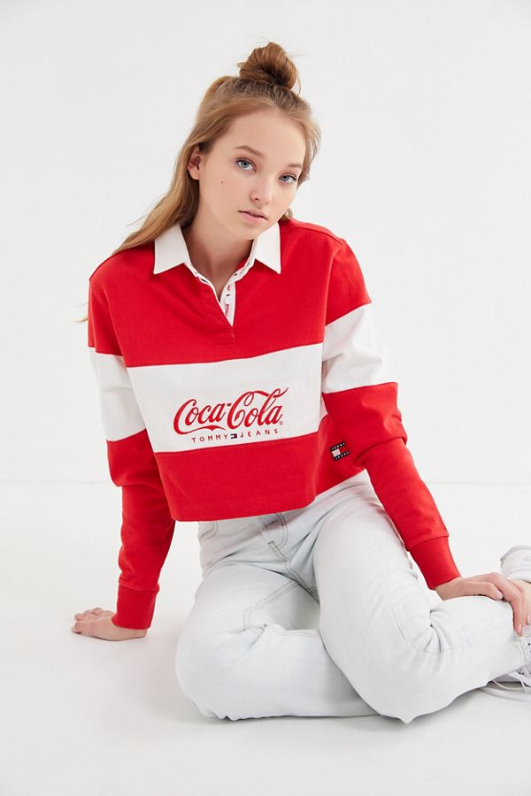 8fa1442fd8b4 Slide View: 1: Tommy Jeans X Coca-Cola UO Exclusive Cropped Rugby Shirt