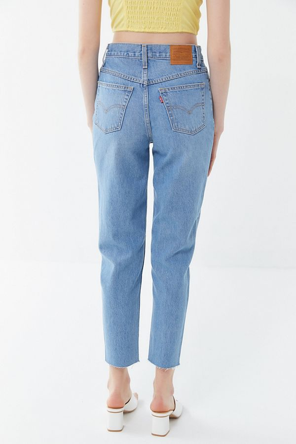daf60274 Levi's High-Rise Mom Jean – Sneak Peak | Urban Outfitters