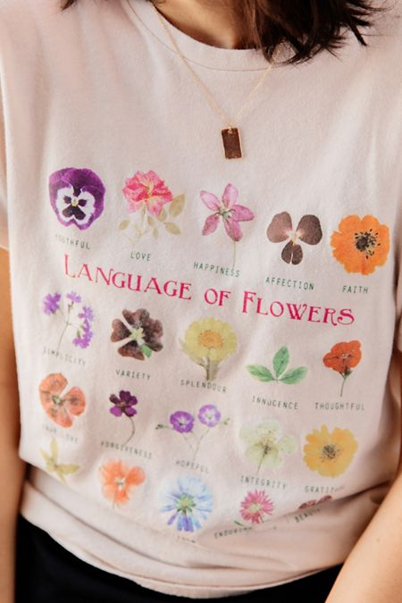 17106fe3af Graphic Tees for Women | Urban Outfitters
