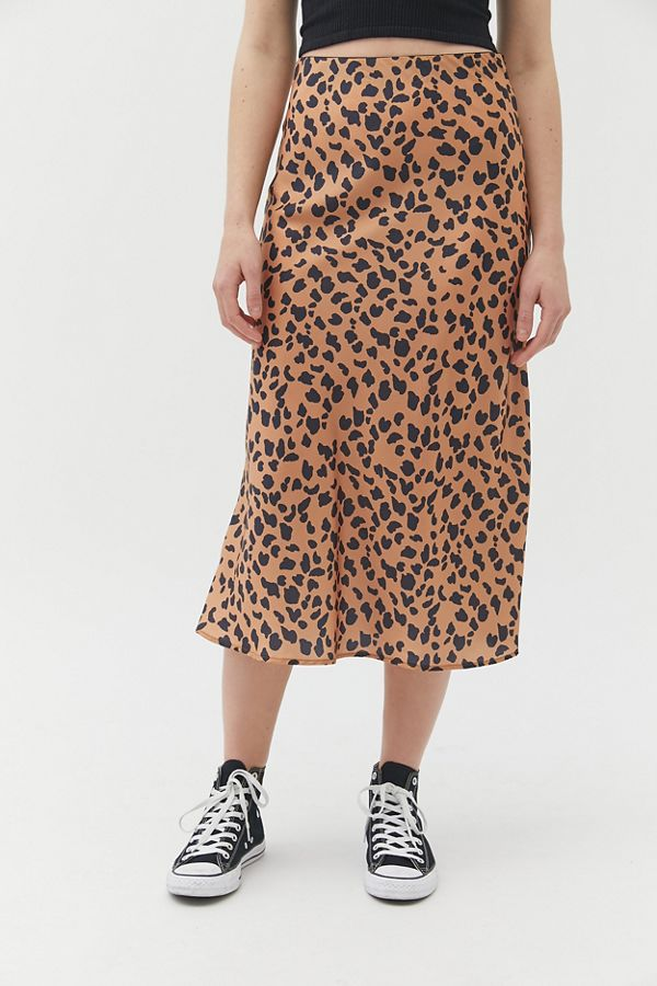52159c9e03ef Slide View  2  UO Rowan Leopard Print Satin Slip Skirt