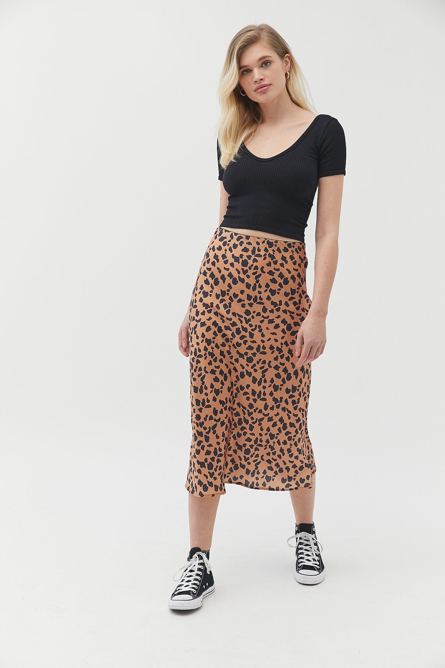 29bd351d2636 Slide View  4  UO Rowan Leopard Print Satin Slip Skirt