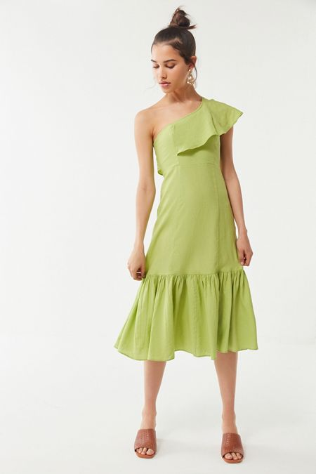 7b47368637 UO Carmen Linen One-Shoulder Ruffle Midi Dress