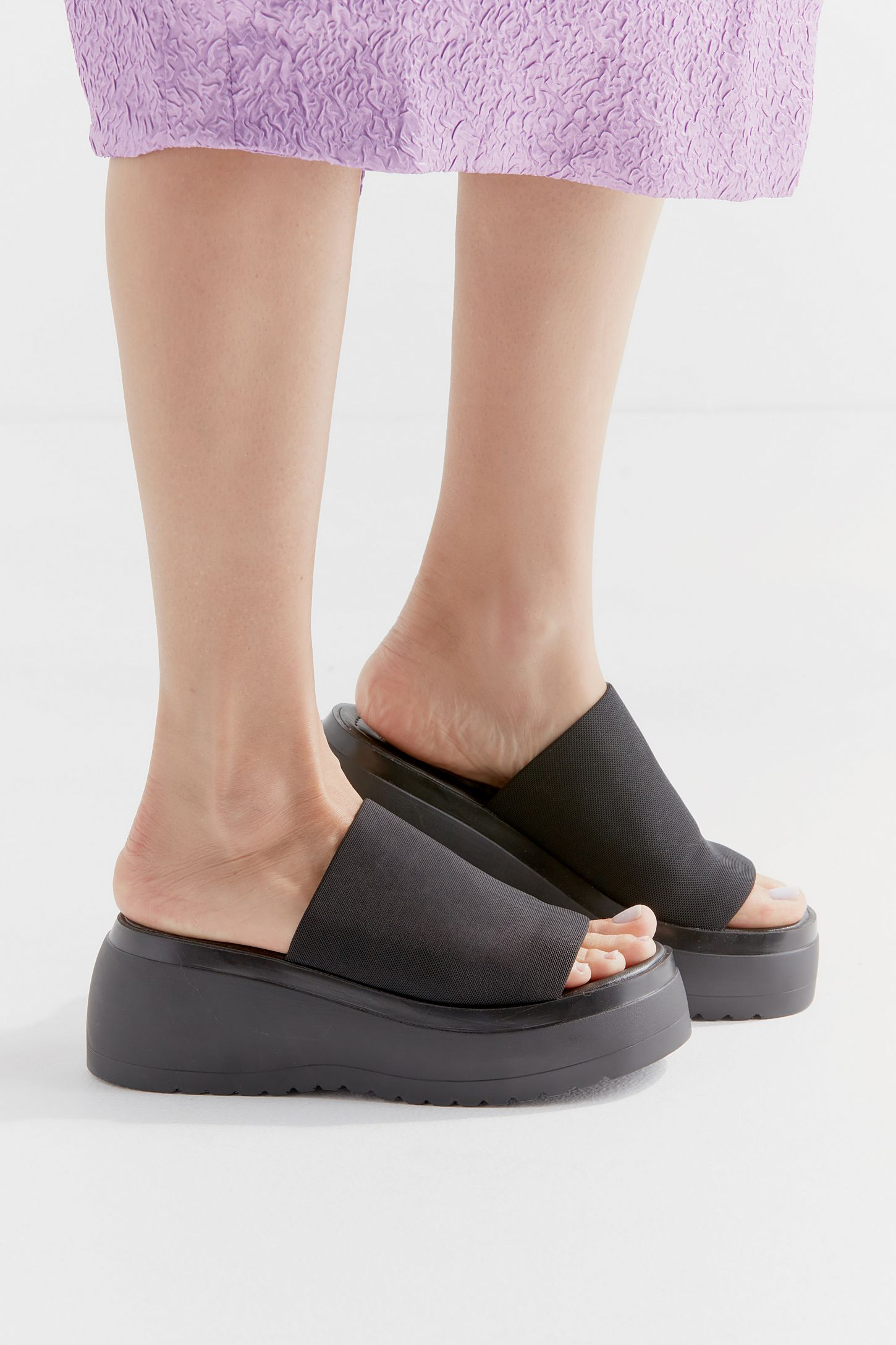 efc03d765e1 Steve Madden UO Exclusive Slinky Platform Sandal