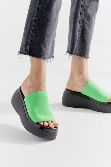 218ab0c7e092 Steve Madden UO Exclusive Slinky Platform Sandal