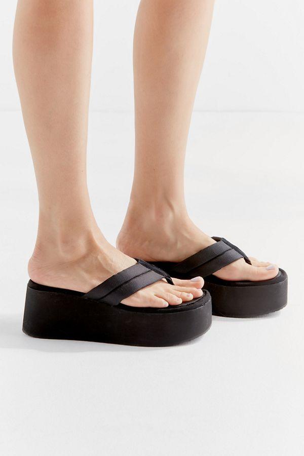 aa89e5c9e29 Slide View  2  Steve Madden UO Exclusive Platform Thong Sandal