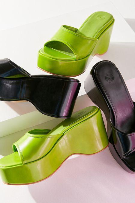 8117bed52 UO Gina Platform Slide Sandal