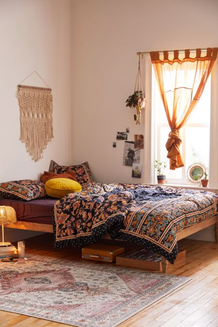 Bohemian bedroom bedding furniture decor urban - How to decorate a bohemian bedroom ...