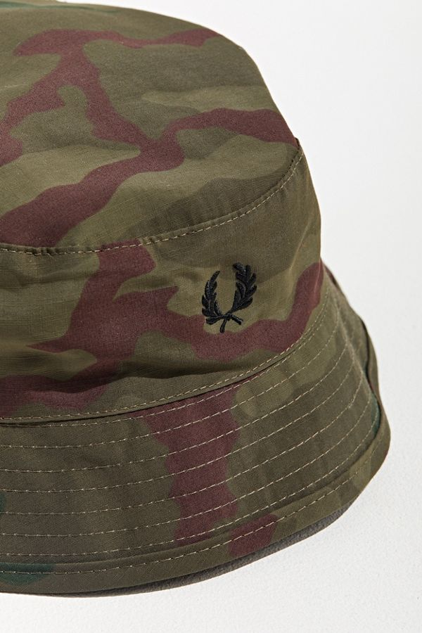 0100b13b Fred Perry Camo Bush Bucket Hat | Urban Outfitters