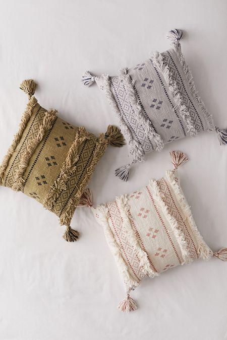 Floor Pillows + Fleece Throws | Urban Outfitters