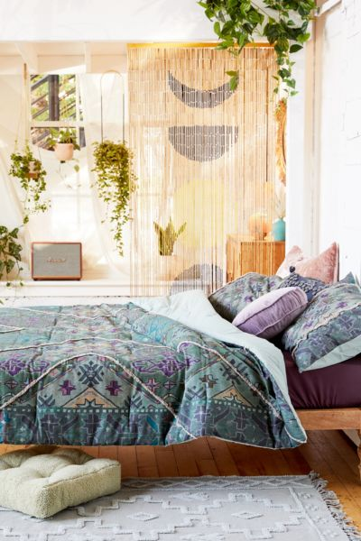 Picture of: Ayat Tufted Comforter Urban Outfitters