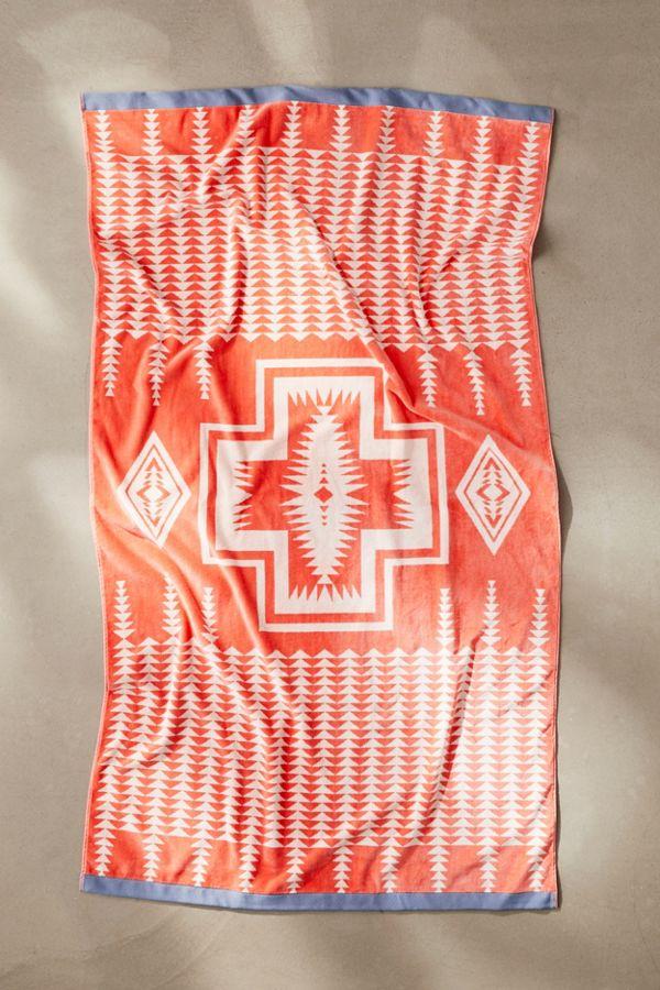 Slide View: 1: Pendleton Harding Jacquard Bath Towel